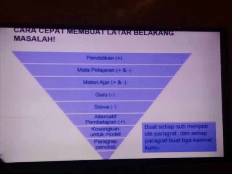 gunakan model piramida terbalik